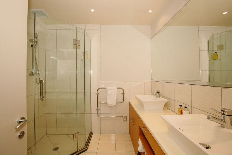 Lakeside Apartments Master Ensuite Showerroom