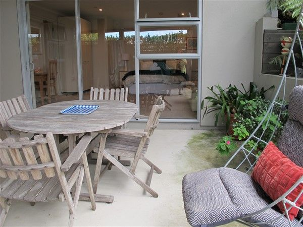 Your own private spacious unit - great indoor outdoor flow