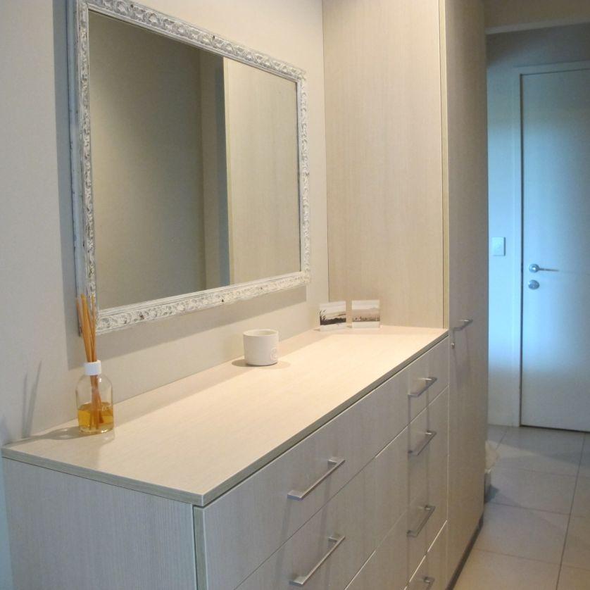 Bathroom/shower, linen.